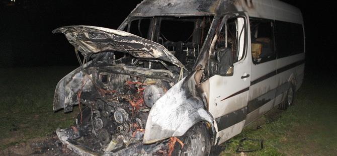 Minibüs alev alev yandı: 1 yaralı