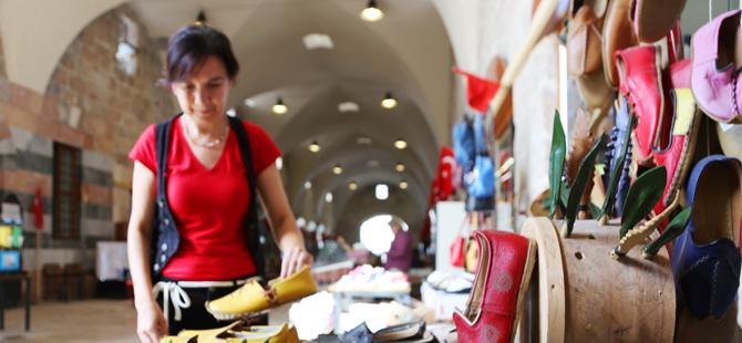 Tarihi külliyede ticaret kadınlara emanet